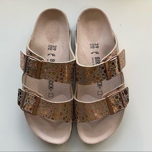 NWOT Rose gold birkenstocks